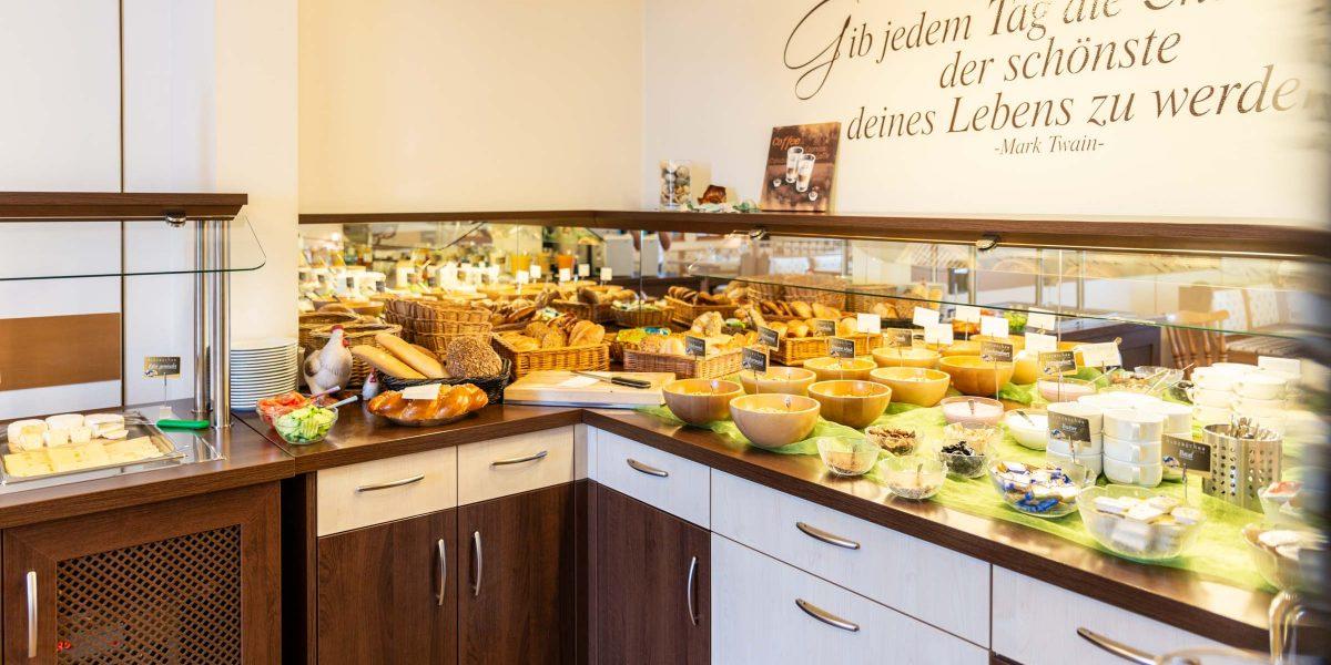 Landhotel Klozbücher Ellwangen-Eggenrot Buffet Frühstück