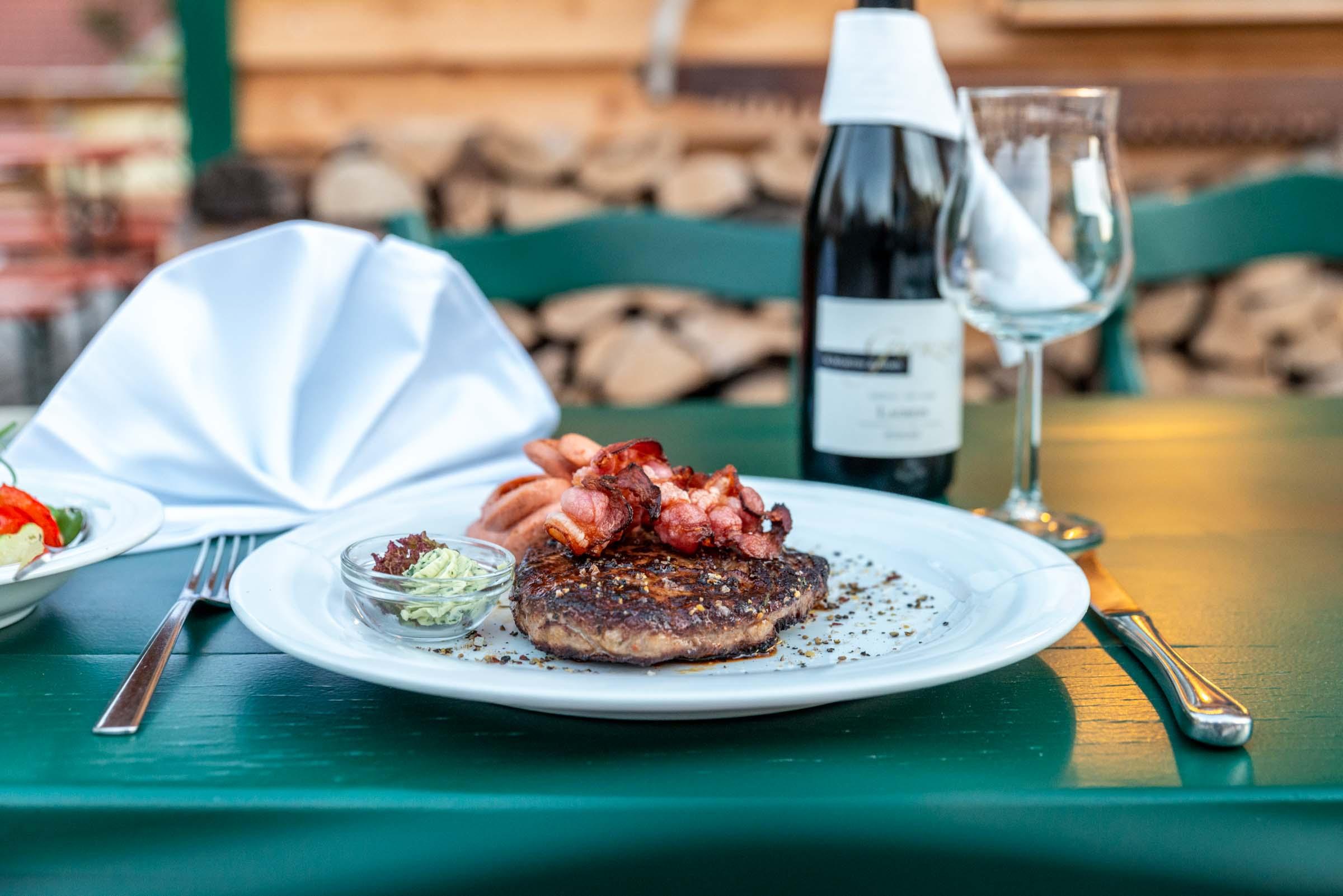 Landhotel Klozbücher Ellwangen-Eggenrot Gericht Wein