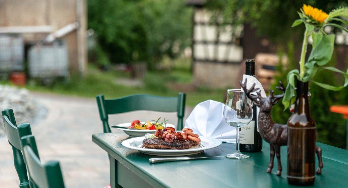 Landhotel Klozbücher Ellwangen-Eggenrot Tisch draußen